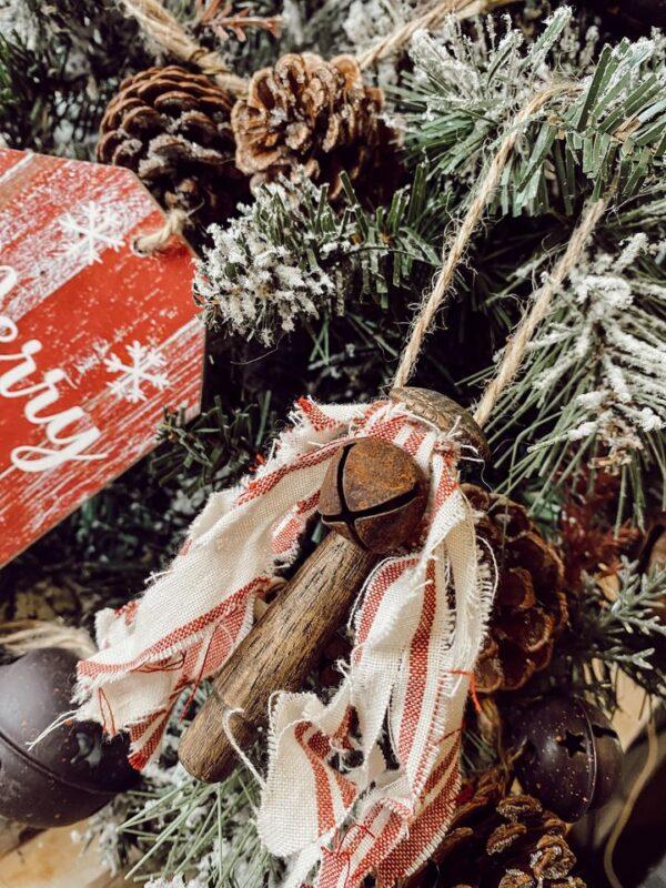 diy wood peg ornament and rustic farmhouse scrap fabric